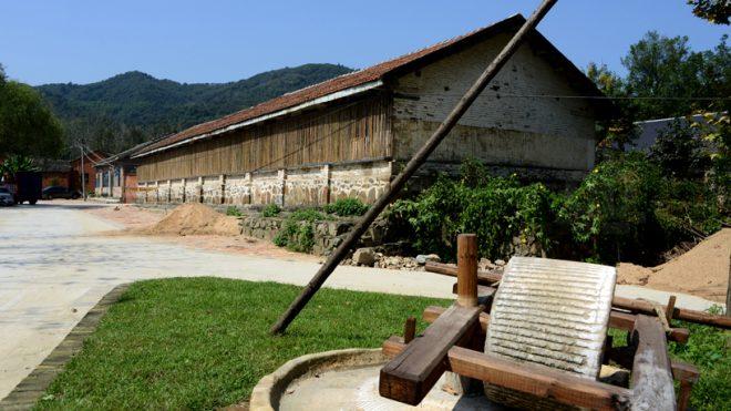 デザインが地域社会を救う。過疎地の村の建物が有名観光地に