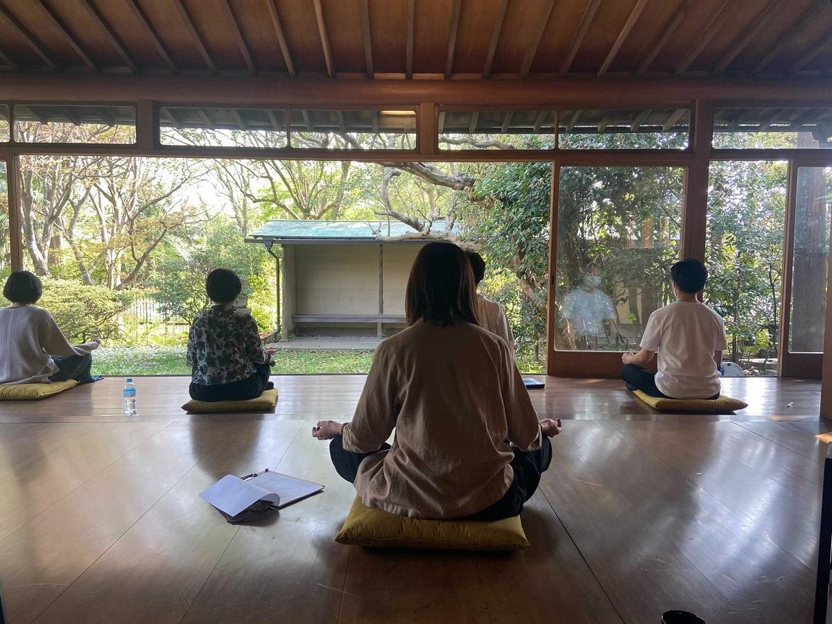 旧村上邸で「鎌倉」にどっぷり浸かる。能舞台での瞑想から始めるオフサイトミーティング