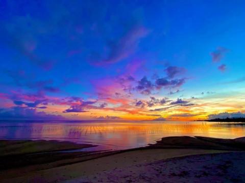 沖縄県 中頭郡 読谷村 最高の夕陽スポットで サンセットSUP 体験ツアー3時間♪