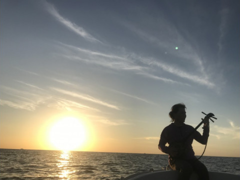 鹿児島県 奄美大島 奄美唄者による三線の音色を聴きながら「島唄サンセットクルーズ」 伝統島唄・生演奏付き!無料1ドリンク付き