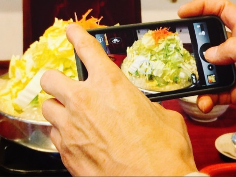 大阪府 大阪市中央区  広告写真家 佐藤信次から教わる! スマホでSNS映えする撮り方と編集方法