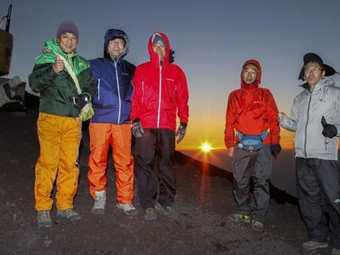 静岡県 富士山 【9月発  絶対!山頂でご来光を見たい方限定】 富士山 夜間登山 ☆ ガイド付き1泊2日ツアー(S5)