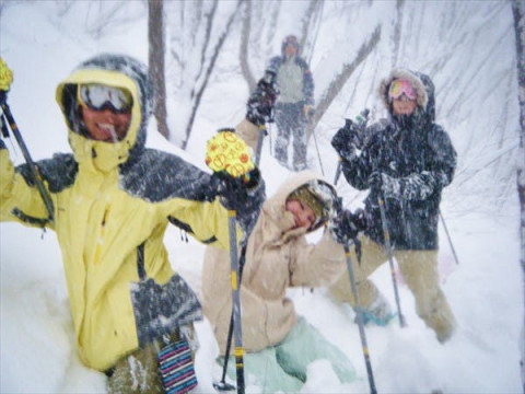 群馬県 みなかみ町 【土日祝日・7名様以上 限定】 スノーシュー1日体験 ☆  雪の中を思いっきり歩こう!