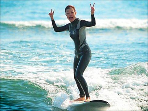 千葉県 一宮町【サーフィン体験】ガールズサーファーに大人気! 女子プロサーファーがコーチする☆サーフィン体験(嬉しいレンタルコミコミ)