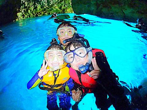 青の洞窟シュノーケル&SUPクルージング