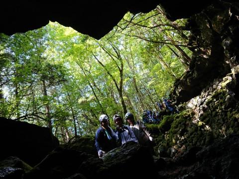 山梨県 鳴沢村 【2人様以上】青木ヶ原樹海と洞窟探険 ☆ 完全貸切プライベートツアー