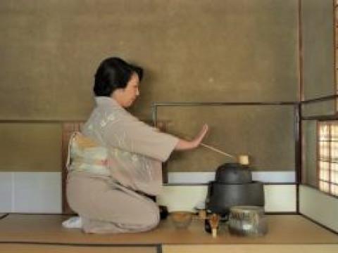 【浅草】~4月季節2種・上生菓子作り体験~ 初めてでも安心の少人数制!