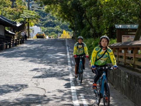 高知県 高知市 【2人様以上】 e-bikeで巡る ☆ 地元ガイドが案内する! ここははずせない「高知の観光スポット」と「ちょい食べ歩き」1日ツアー ・昼食付き♪