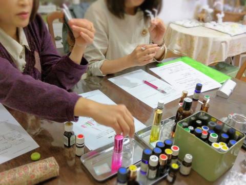 神奈川県 逗子市 【 平日限定 】アロマ香水創り体験 ☆ アロマ好き・植物好きな方へ 天然のアロマオイルで創る私だけの香り♪
