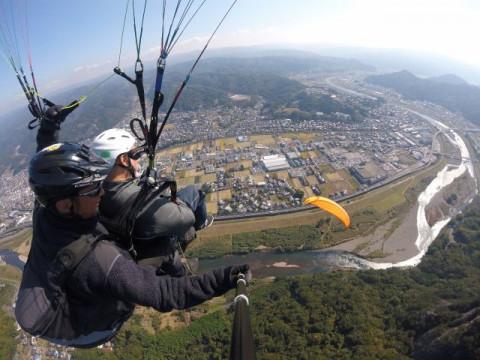 静岡県 熱海市 パラグライダー体験 ☆ 現地集合限定割引・いきなりプロパイロットと高高度飛行体験!究極の思い出作りとインスタ映え!