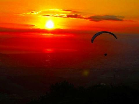 静岡県 熱海市【4月29日から5月9日まで限定】パラグライダー体験 ☆ ゴールデンウィークは熱海でパラグライダー! 伊豆半島ジオパークで上空撮影もバッチリ!