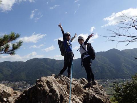 滋賀県 高島市【土日祝日9時開催】ロッククライミング ☆ 比良山系 獅子岩を登りっ切った絶大な「達成感」と琵琶湖の「絶景」を堪能しよう!