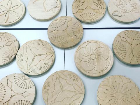 滋賀県 米原市【職人に学ぶ工芸体験】本格的な彫刻刀を使って作る ☆ 木の鍋敷きづくり体験
