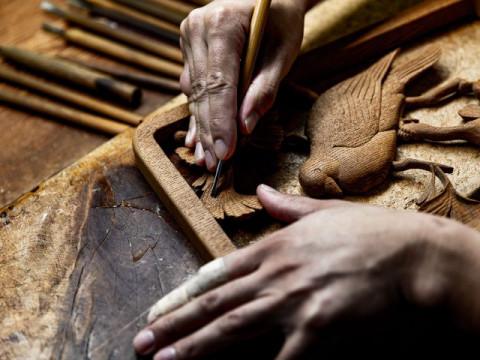 滋賀県 米原市【職人に学ぶ工芸体験】本格的な彫刻刀を使って作る ☆ 自分だけの木製ハンガーづくり体験