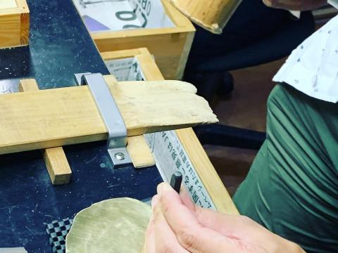 奈良県 奈良市【彫金体験】 近鉄奈良駅から徒歩1分・6歳から参加OK ☆ 鹿せんべいの形取ったコースターを作ってみませんか? 当日持ち帰りもOK!