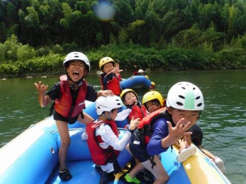 奈良県 五條市 【ラフティング体験】 ☆ 4歳OK・1ボート貸切・吉野川の大自然でラフティングツアー! カップル・ファミリー・女性におススメ!