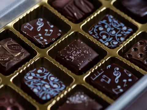 奈良県 生駒市【チョコレートレッスン】1番人気!可愛らしいボンボンショコラを気軽に作ってみましょう♪ お菓子&ドリンクセットをプレゼント!少人数制なので安心・生駒駅徒歩5分!