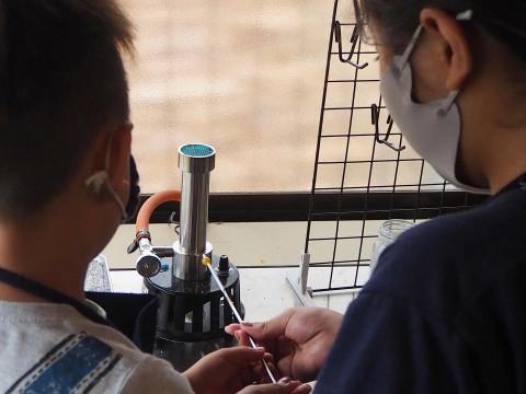 大阪府 堺市 【 ガラス玉制作体験 30分】 ☆ 3歳から参加OK!古民家で、ガラス棒を溶かしてオリジナルのガラス玉とアクセサリーを作ります ♪