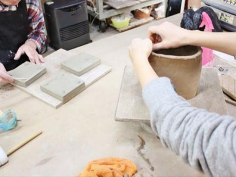 兵庫県 明石市【陶芸体験】 手びねり3時間コース ☆ 自分の作りたいものを作れる自由な陶芸体験!1kgの粘土で作り、約150種類の色からお好きな色で仕上げます!