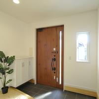 玄関と相性抜群!観葉植物の飾り方とおすすめ9選