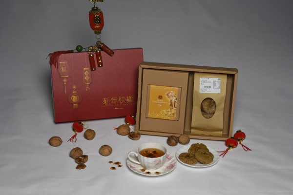 "A gift of ""Meaningful + Presentable + Healthy + Good for All Ages"" for Chinese New Year"