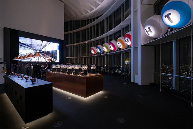 デザインオフィスnendoプロデュースの「GACHA GACHA COFEE」とメトロがコラボレーションした空間。