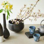 花のある暮らし——食器と春のフラワーアレンジメント