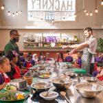 プロのシェフたちがつくる学校給食——「肥満のパンデミック」と向き合うイギリスの試み