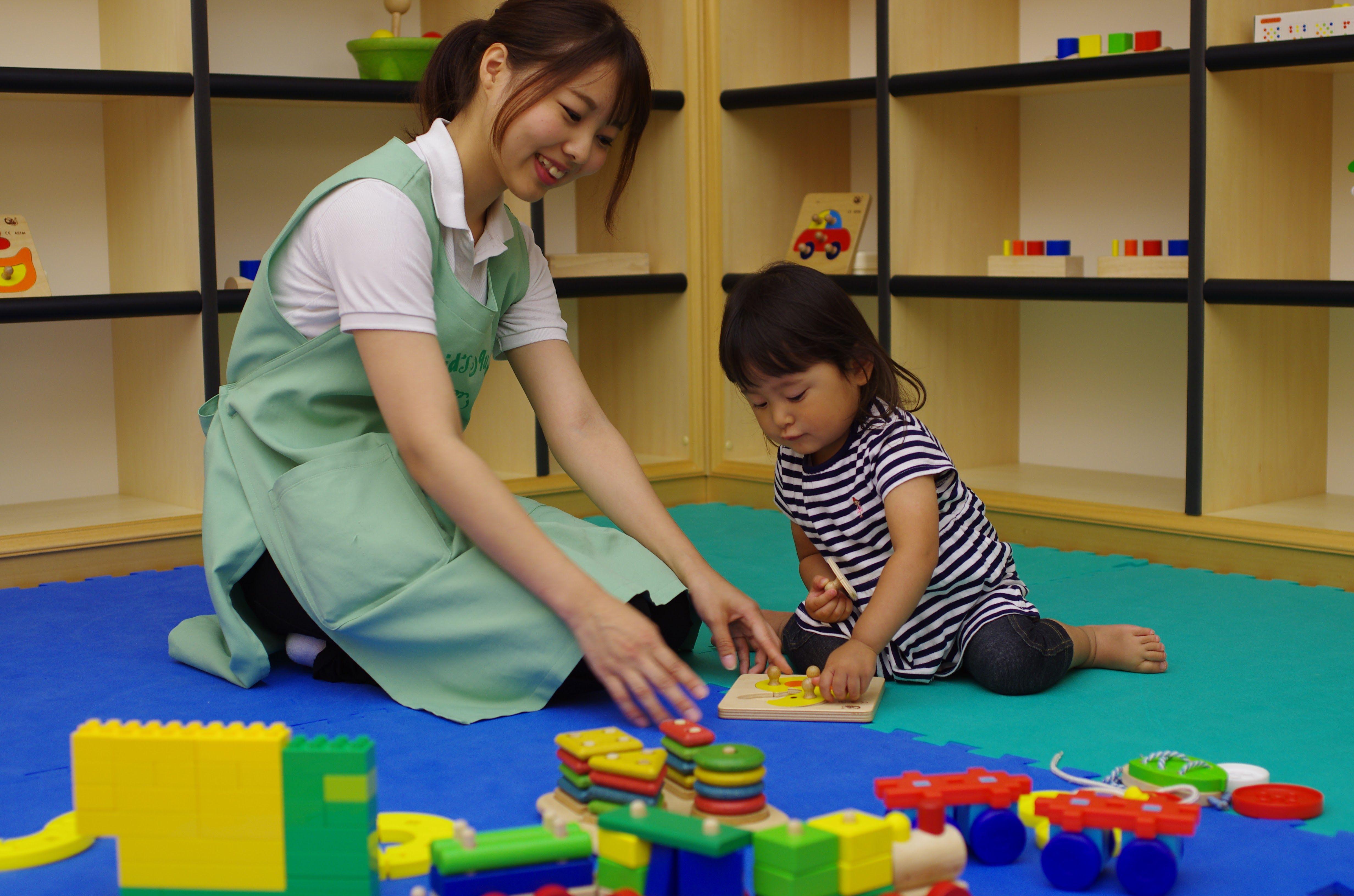【京橋駅直結】オフィスビル内の少人数制施設で働きませんか?