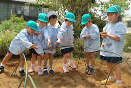 【2018年度の方募集♪】綺麗な園舎が自慢です!!!駅チカ徒歩7分♪ぜひ一緒に広々とした園庭で子供たちの保育に携わりませんか?★