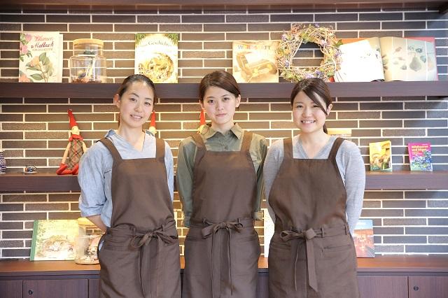【正社員】2017年度中途採用 ★ 横浜市青葉区 ★ カフェテイストの「オトナな保育園」で、子どもたちの可能性をすくすくのばしませんか? 研修充実で、新卒・ 既卒、未経験・ 経験あり、ブランクあり、ママさん、男性、みなさん大歓迎!