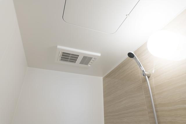 ホームズ】浴室乾燥機の正しい使い方とは? 効率よく使うためのポイントやお手入れテクを紹介 | 住まいのお役立ち情報