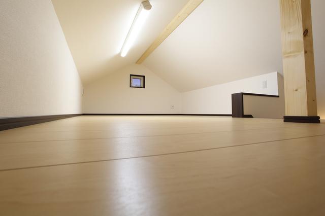 ロフトの低い天井