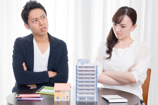マンション購入で悩む夫婦