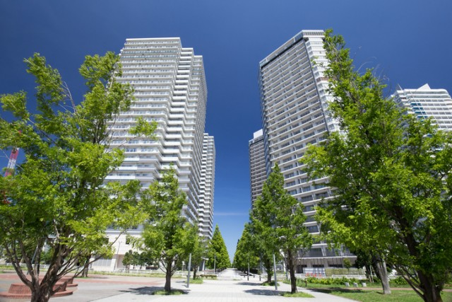 High-rise apartment and street trees of green