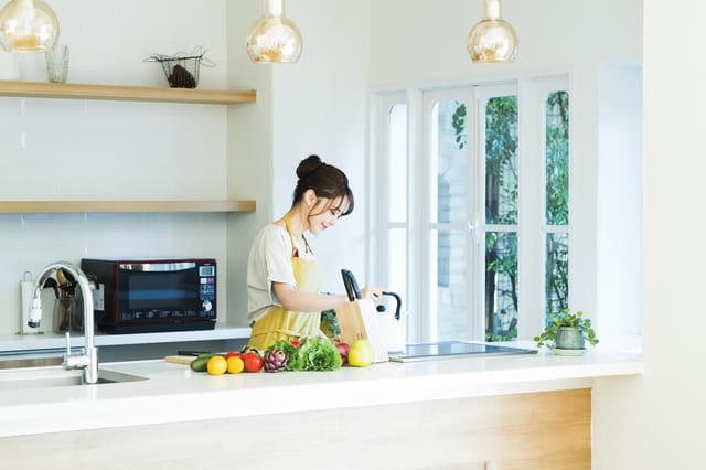 独立型キッチンの間取りのメリットは? I型、ペニンシュラ型などタイプごとの特徴も知ろう