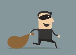 空き家は不法侵入されやすく、防犯上、危険性が高まります