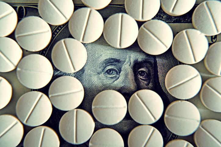 老後は医療費など思わぬ出費も予想されます