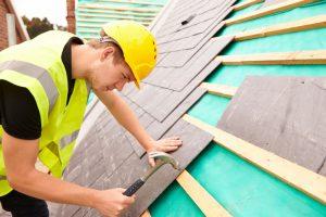 新たに下地材や屋根材を施工する葺き替え