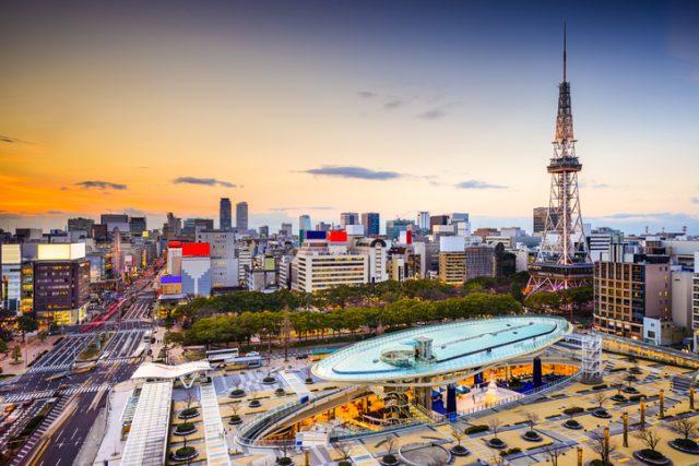名古屋タワーとオアシス21