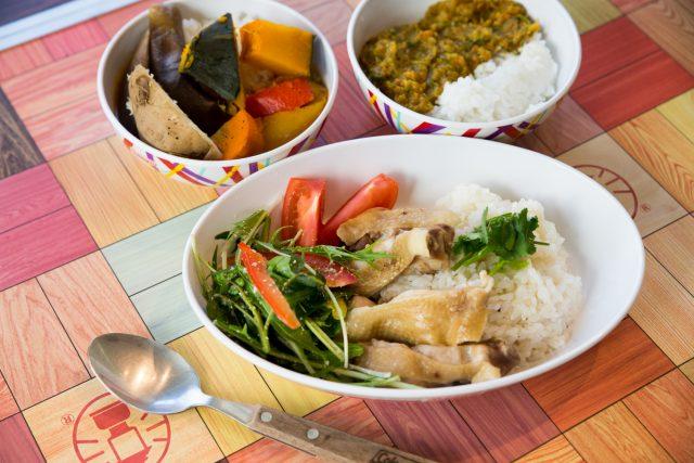 左上:スープカレー 右上:欧風カレー 下:カオマンガイ