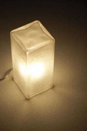 4-涼しげなガラス素材_フロアライト