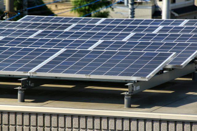 陸屋根に搭載した太陽光発電