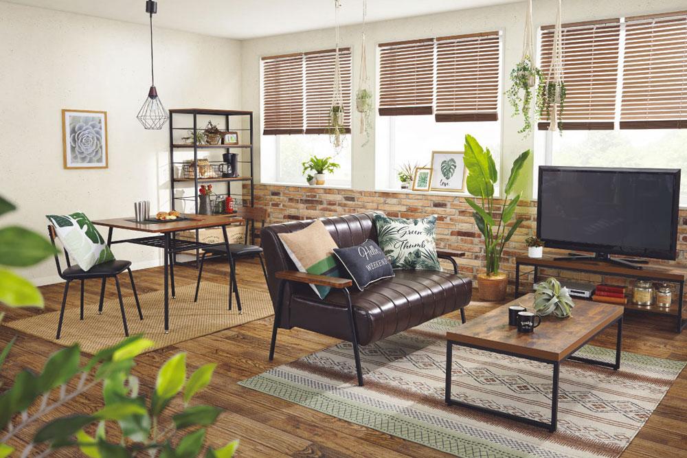 植物やフェイクグリーンを多用したカフェ風スタイルで、居心地のいい家族の居場所に