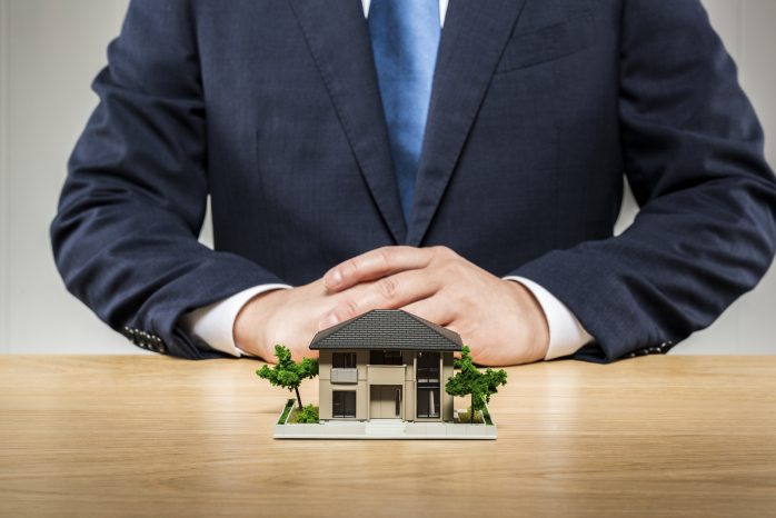 どっち の 家 を 買い ます か