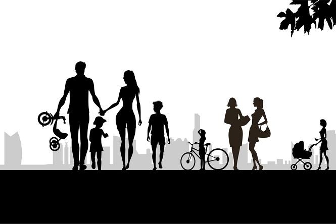 「家族」も一枚岩ではない。この奇妙な集団のさまざまな表情を読む