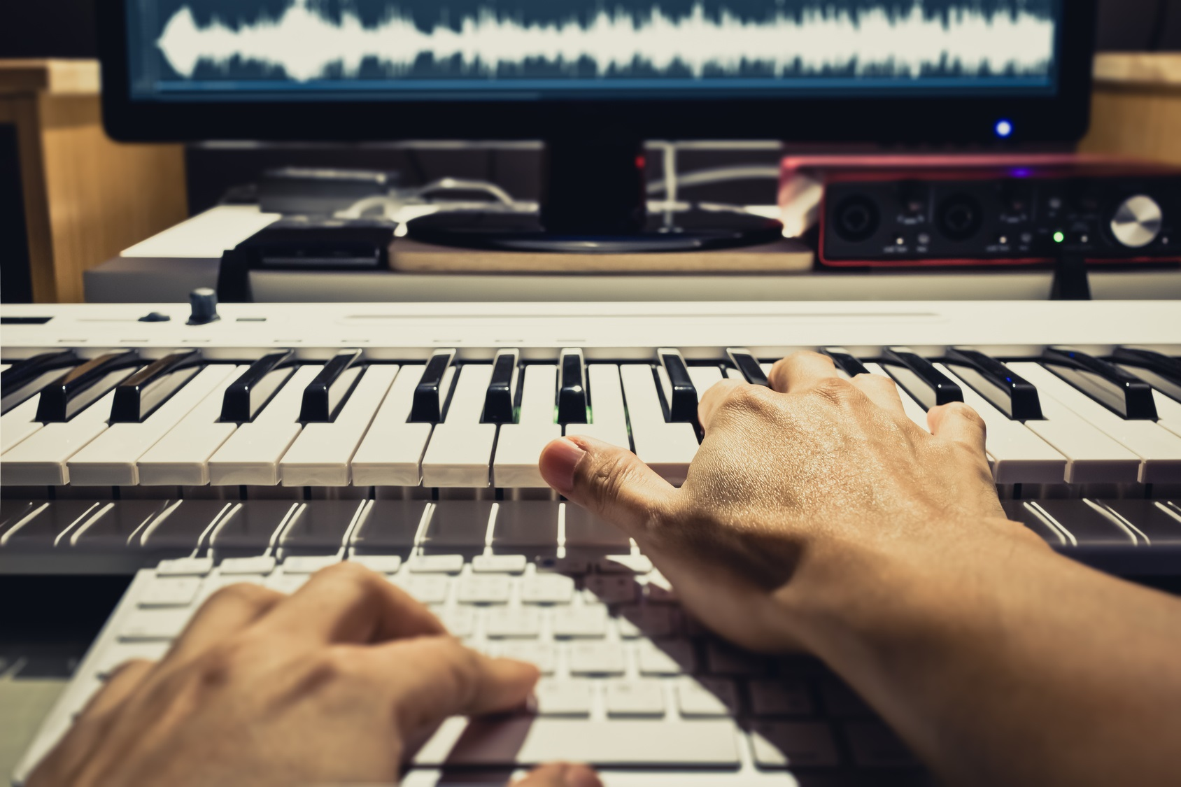 リズムマシンの狂気に踊らされる「ハウス・ミュージック」を知る6冊