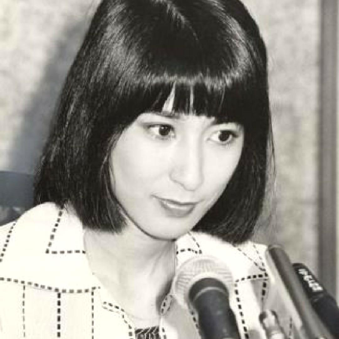 宇多田ヒカルのお母様キレイ?