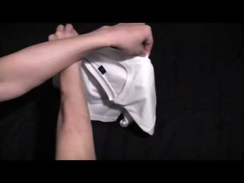 兩秒摺衣服