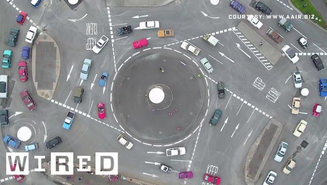駕駛都暈了~英國的瘋狂『魔術圓環』